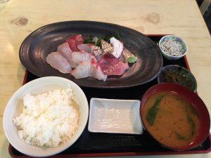 豊浜魚市場_刺身定食